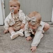 Drewniane zabawki zanim trafią na półki sklepowe pozbawiane są wszelkich ostrych krawędzi i kantów w procesie szlifowania zabawek. To niewątpliwy plus ponieważ podczas zabawy dziecko nie zrobi sobie tak łatwo krzywdy jak w przypadku zabawek wykonanych z metalu czy plastiku. smoczek#bibs#smoczekbibs#smoczekmusibyć#smoczeksilikonowy#smoczekdlaniemowlaka#dlaniemowlaka#rodzew2021#bedemama#mlodamama#wyprawka#wyprawka2021#brzuchatka#mamawdwupaku#akcesoriadladzieci#zawieszkadosmoczka#zawieszkadobibsa#dlaniemowlaka#spacerzdzieckiem#zawieszkadosmoczka#pacifierholder#pacifierclip